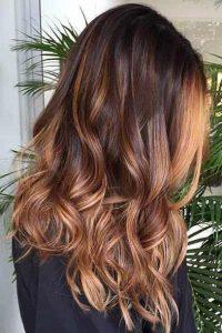 ارایشگاه برای رنگ مو